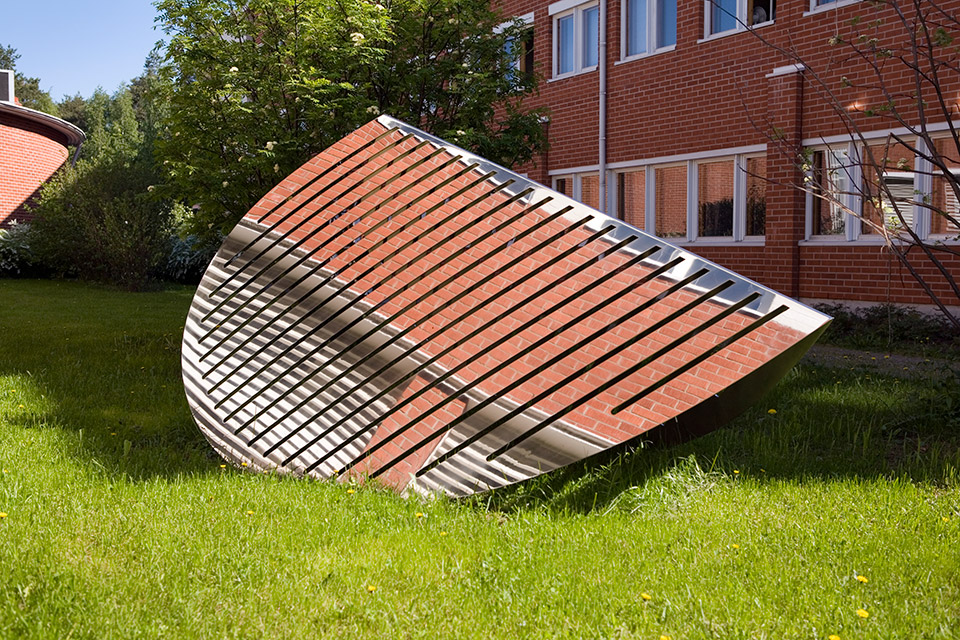 6. Iso Ilta-aurinko, 265x142x120cm, stainless steel, sheet 3mm, 1999