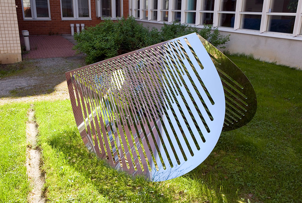 7. Iso Aamuaurinko, 265x142x120cm, stainless steel, sheet 3mm, 1999
