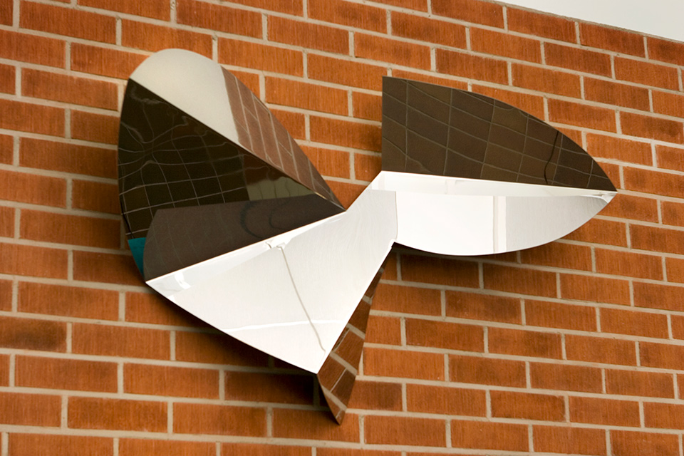 11. Ritenuto I, 183x102x40cm, stainless steel, sheet 3mm, 1999